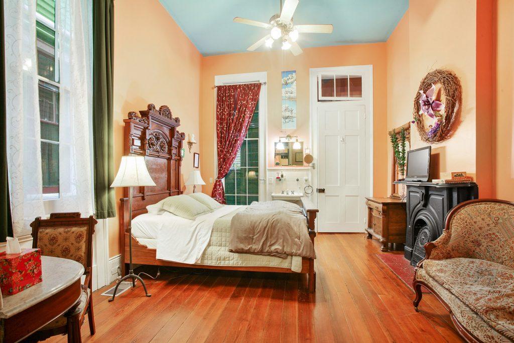Les Fleurs bedroom
