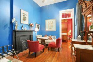 Sitting room in La France Suite