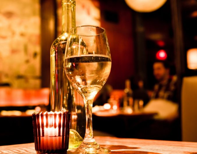 Romantic atmosphere at New Orleans Restaurant with candles and wine glass | Romantic restaurants in New Orleans